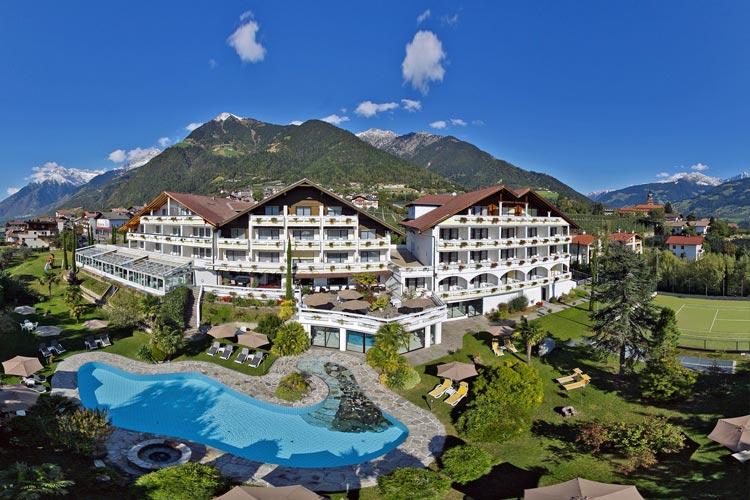 Hotel con campi da tennis in trentino alto adige for Design hotel dorf tirol